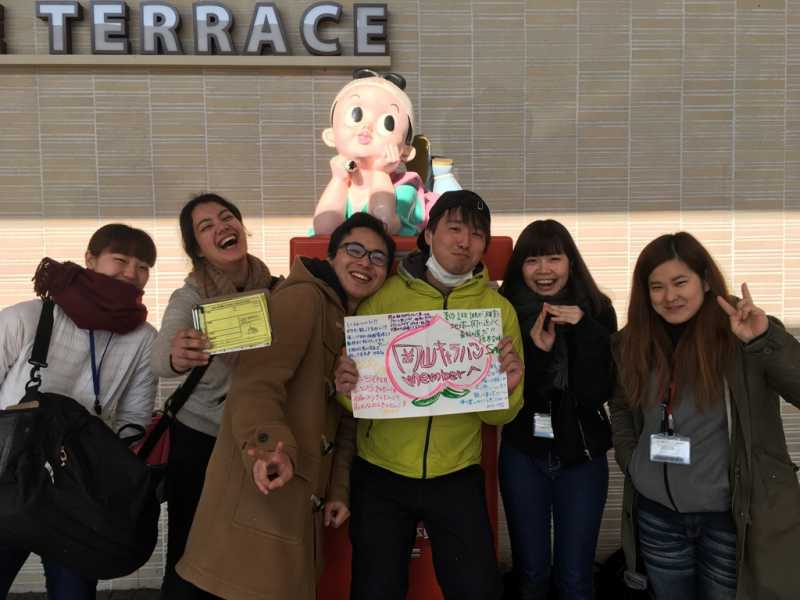 桃太郎の地、岡山県でポスター貼り