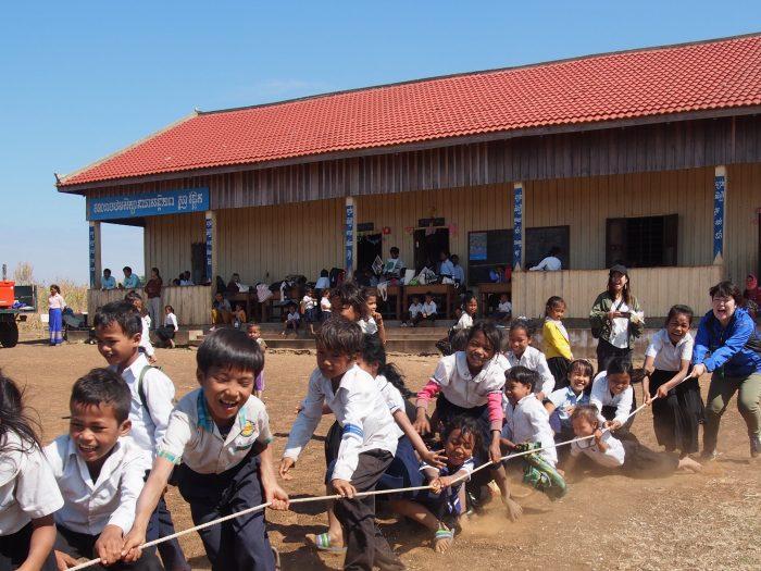 カンボジアで小学校周辺の地雷除去が終了しました